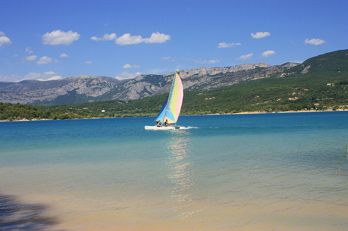 Catamaran - The lake of Sainte Croix by Carine.C