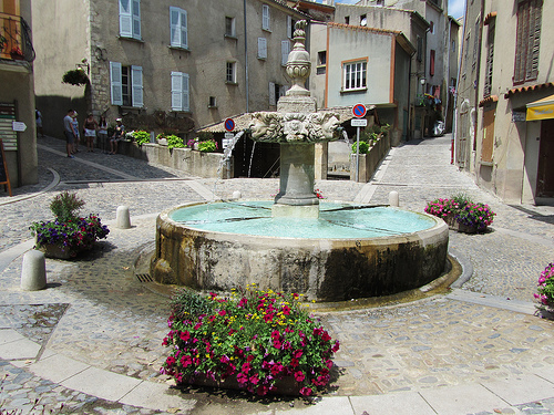 Fontaine bien propre de Valensole by Olivier Nade