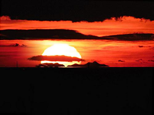 Coucher de soleil sur le Canigou depuis la Tour de César par bruno Carrias