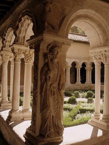 St Peter - Saint-Sauveur Cloister par perseverando