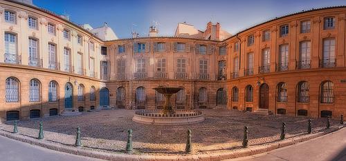 Place d'Albertas en panoramique à Aix en Provence by Cilou101