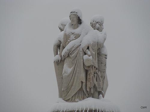 Les trois Grâces sous la neige par catycaty56