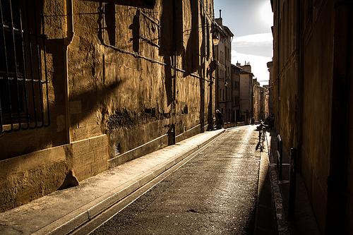 Soleil d'or dans les rues d'Aix par pierre.arnoldi