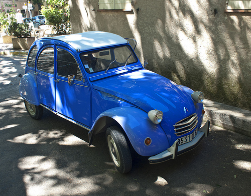 Citroën 2 CV bleue by Thomas Mayer