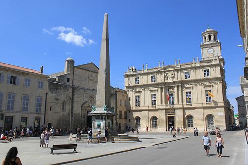 Visite d'Arles : la place de la république par gab113