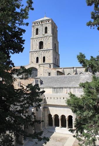 Cloître Saint-Trophime et son clocher par gab113