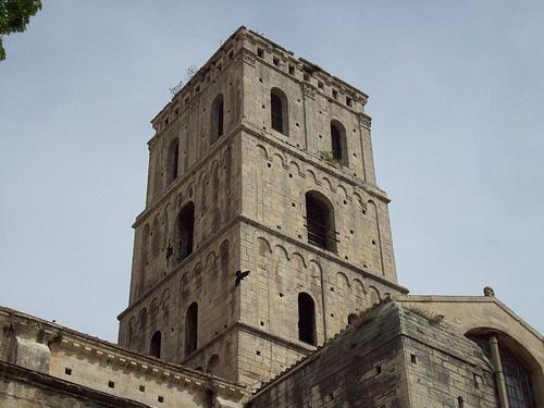 Clocher de la cathédrale Saint-Trophime, Arles. par Only Tradition