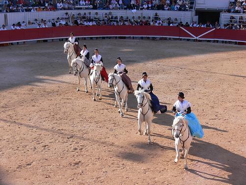 Les Amazones d'Arles à cheval by photojenico