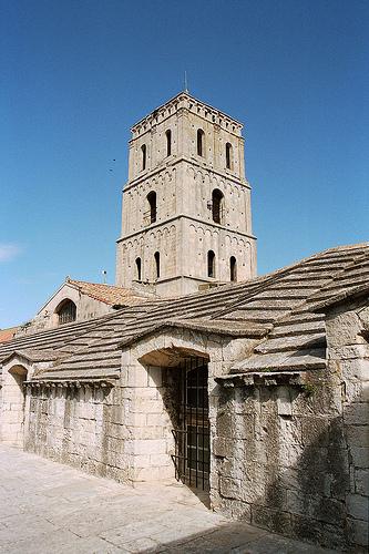 Saint-Trophime cloister in Arles par paspog