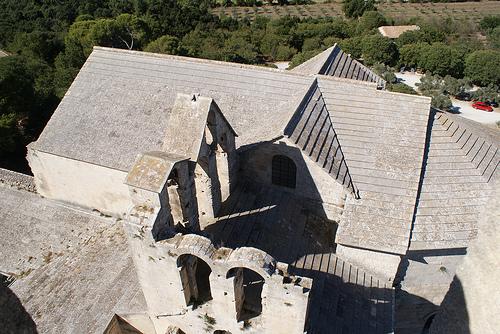 Montmajour : les toits de l'Abbaye par CaputAethiopum