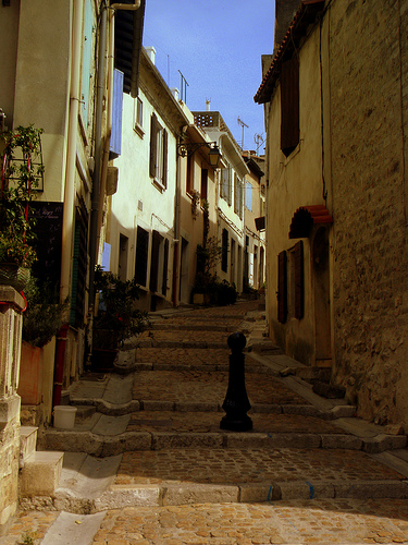 A street in Arles by perseverando