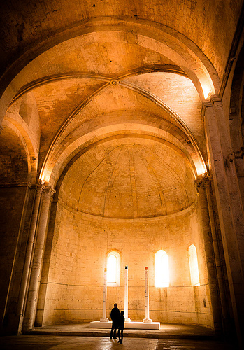 Echo - Abbaye de Montmajour par ethervizion