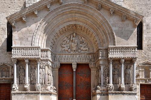 Saint-Trophime d'Arles by frediquessy