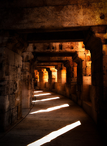 Under - The Roman arena in Arles par ethervizion