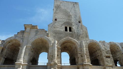 Les ruines préservées de l'Amphithéâtre d'Arles par Discours de Bayeux