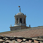 Les toits du cloitre et la Cathédrale Saint-Trophime par Discours de Bayeux - Arles 13200 Bouches-du-Rhône Provence France
