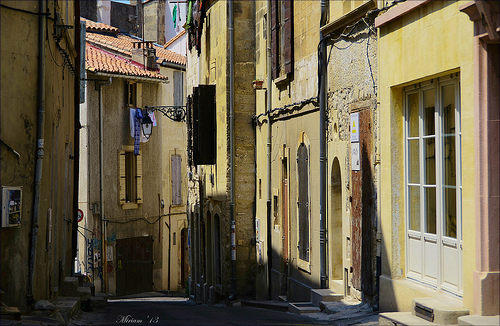 En se perdant dans les ruelles d'Arles par miriam259