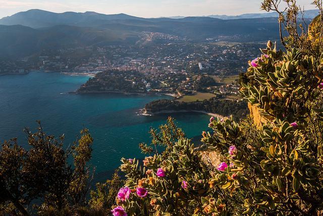 Vue sur la Baie de Cassis depuis Cap Canaille par  - Cassis 13260 Bouches-du-Rhône Provence France