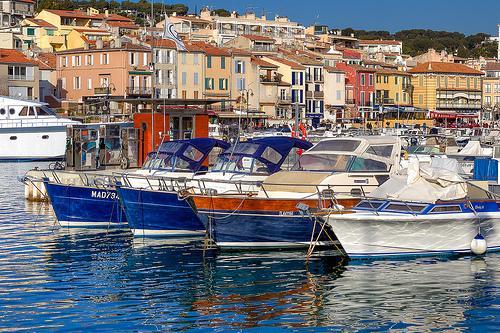 Le port multicolore de Cassis par Gabi Monnier