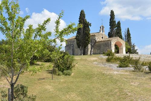 Chapelle Saint-Sixte en haut de la colline by salva1745