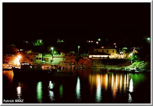 Le petit port de niolon de nuit par Patchok34