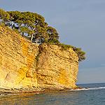 Falaise mille-feuille tombant dans la mer.... par FranceParis92 - La Ciotat 13600 Bouches-du-Rhône Provence France