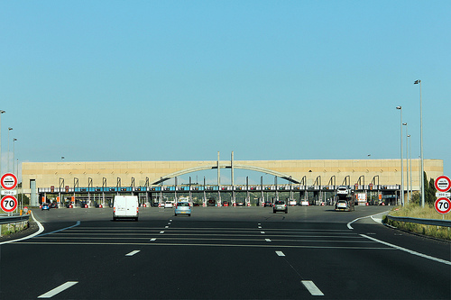 P age de lan on autoroute a7 lancon provence bouches for Distance marseille salon de provence