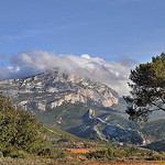 La montagne Sainte-Victoire dans les nuages par  - Le Tholonet 13100 Bouches-du-Rh&ocirc;ne Provence France