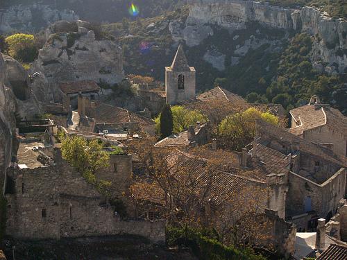 Vue plongeante sur Les Baux-de-Provence par okaluza