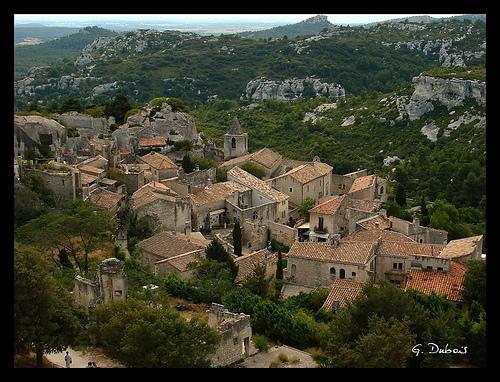 Les toits du village des Baux de Provence par g_dubois_fr