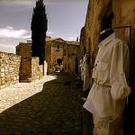 A l'ombre - Les Baux De Provence par bluerockpile - Les Baux de Provence 13520 Bouches-du-Rhône Provence France