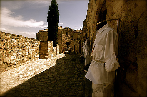 A l'ombre - Les Baux De Provence par bluerockpile