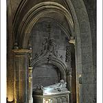 Cénotaphe - Église Saint-Vincent des Baux-de-Provence par Filou30 - Les Baux de Provence 13520 Bouches-du-Rhône Provence France