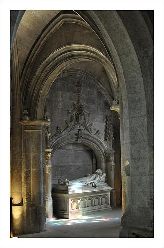 Cénotaphe - Église Saint-Vincent des Baux-de-Provence par Filou30