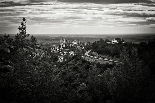 Le panorama des Baux de Provence dominant la plaine by Blandine G.