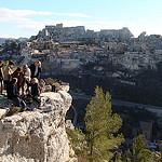 Vue sur le rocher habritant le village des Baux par salva1745 - Les Baux de Provence 13520 Bouches-du-Rhône Provence France