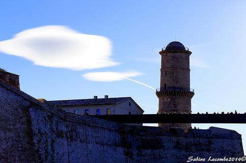 Fort Saint-Jean : tour ronde du fanal par sabinelacombe