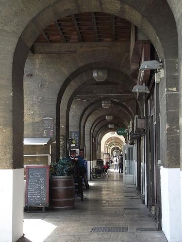 Vertigo - les arcades du vieux port by ruebreteuil