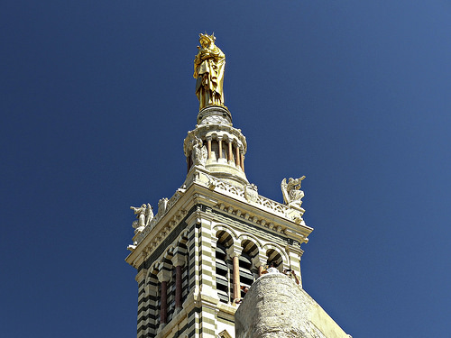 Notre Dame veille sur Marseille by mary maa