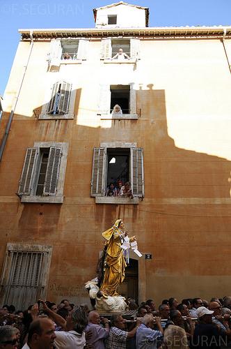 Vierge Marie - Procession du 15 aout dans le quartier du Panier par fredomarseille
