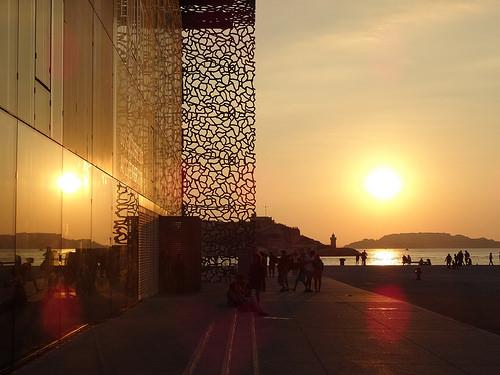 Fin de journée à Marseille sur le vieux port  par Hélène_D