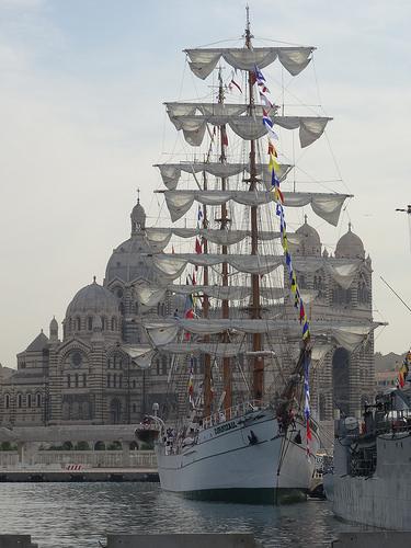 Le voilier Cuauhtémoc dans le port de Marseille by Hélène_D