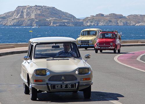 Voitures vintage à Marseille - Citroën Ami 8 par Maxofmars