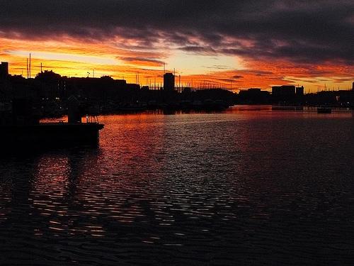 Crépuscule sur Marseille et le vieux port par Antoine 2011