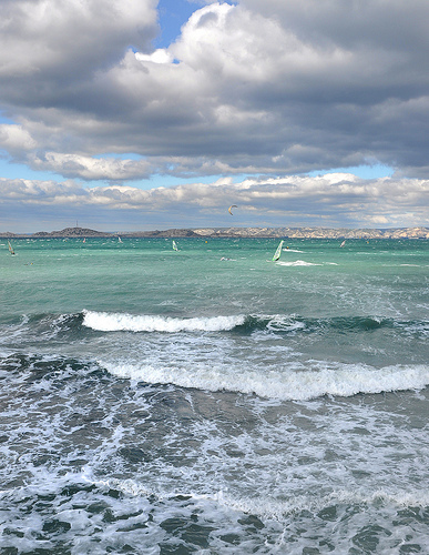 Vagues & mistral - Marseille by Charlottess
