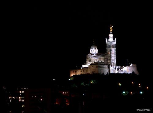 Marseille / Notre-Dame de la Garde de nuit... par chloe.ophelia