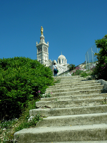 Notre Dame de la Garde - Montée Commandant René Valentin by larsen & co