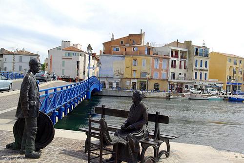 Martigues - statue - Le pêcheur et la ramendeuse by larsen & co