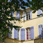 Martigues - façade aux volets bleux sur les quais par larsen & co - Martigues 13500 Bouches-du-Rhône Provence France