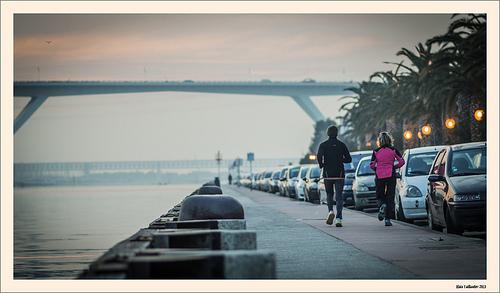 Jogging du soir by Alain Taillandier